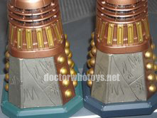 Single Carded and early versions of Daleks in Manhattan Set feature a lighter green base - Thanks Ian O