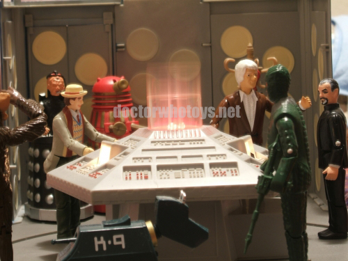 Dapol Tardis Console Room with Dapol Tetrap, Davros,  7th Doctor (light coat), Red Dalek, K-9, 3rd Doctor, Ice Warrior and The Master - Thanks Sergio